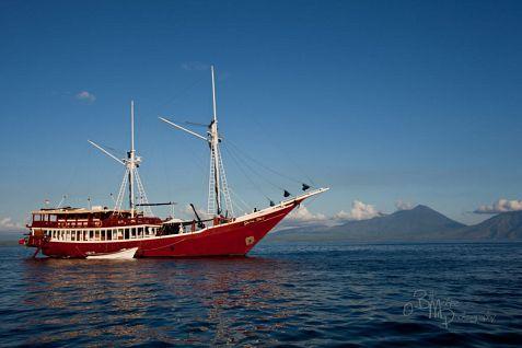 The Seven Seas sailing near Pantar and Alor