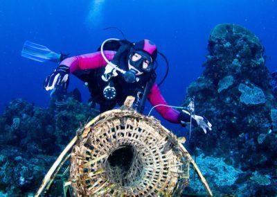 Divemaster Irwan & Alor fish trap - Simon Brownlow