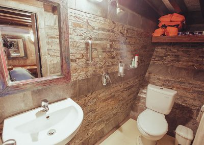 Cabin 4 Bathroom